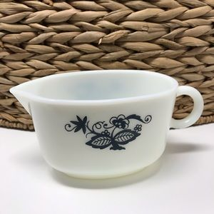 """Pyrex 1972 """"Old Town Blue"""" Gravy boat"""